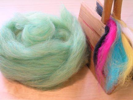Knitty: Spring 2007 - hand carded fiber blends