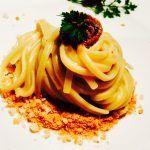 Spaghettoni su fonduta di pecorino con crumble di pane e mentuccia – Spaghetti with pecorino cheese fondue, bread crumble and mint.