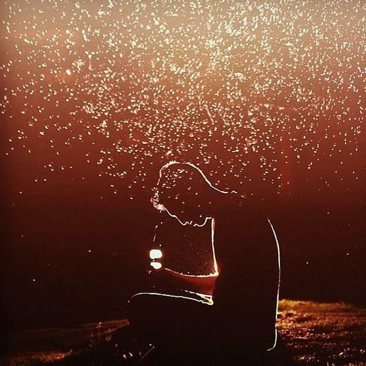 """Apabila seseorang bersolat pada waktu-waktu yang telah ditetapkan dengan wudhu yang sempurna, dengan rasa penuh hina dan tawadhu (rendah diri) dan dengan qiam, ruku dan sujud dilakukan dengan memuaskan, maka solat yang sedemikian itu akan naik dengan rupa yang bercahaya dan indah serta akan mendoakan orang itu dengan berkata:   """"Semoga Allah peliharamu sebagaimana kamu telah memeliharaku""""."""