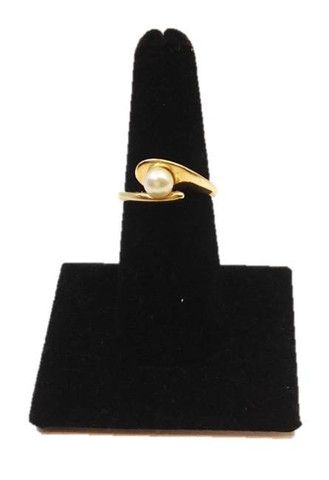 This beautiful south sea #pearl #ring is perfect as a gift for any occasion and ideal for social or business occasion. Designed with a taste of sophistication is sure to compliment any attire. Size 7.