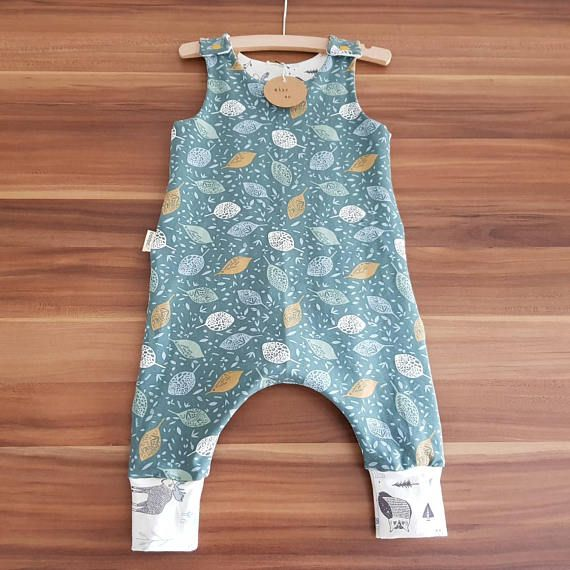 This beautiful pant is made of lovely soft tricot, where your baby can move in well. This closes over the shoulder with a push button. Because of the harem model there is also every room to wear a washable diaper. Washable at 30 degrees.