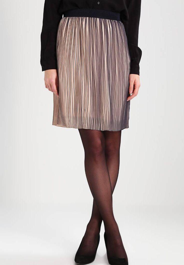 InWear. IRIA  - Falda plisada - black iris. Largo de la prenda:56 cm (talla 38). Modelo, altura:177 cm, lleva la talla 38. Largo:corto. Detalles:enaguas,cintura elástica. Material exterior:100% poliéster. Ajuste:normal. Relleno:98% poliéster...