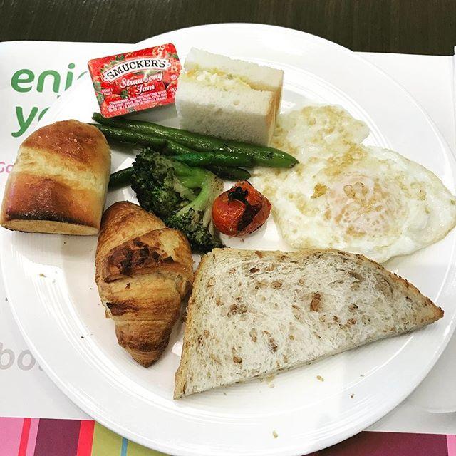 Heavy breakfast #Seoul #Gangnam #diet ㅋㅋ다이어트는 망했네 아스파라거스 넘 좋어 ㅠㅠ 살쪘겠다 ㅠㅠㅠㅠ