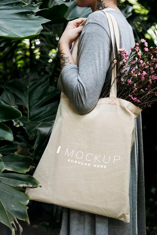 Download Woman Carrying A Tote Bag Mockup With Fl Premium Psd Freepik Psd Mockup Floral Flower Design Sacolas Sacos Sacolas Plasticas