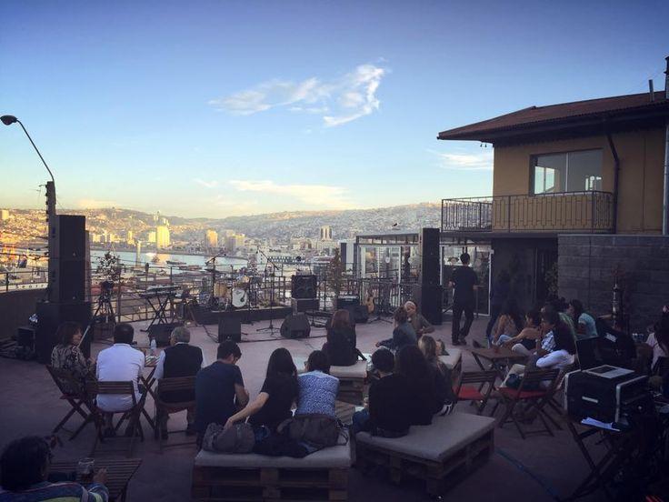 Tardes de Verano en el Cerro Arrayan con las mejores vistas de Valparaíso.