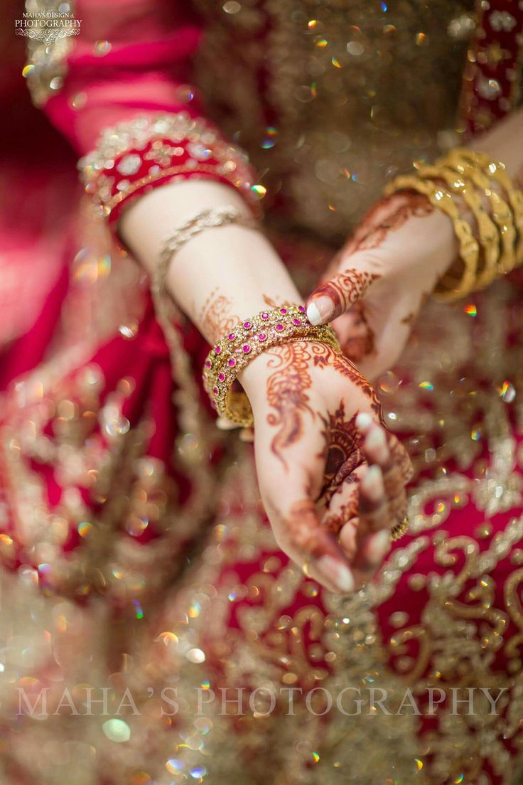 Pin mehndi and bangles display pics awesome dp wallpaper on pinterest - Pakistani Wedding Dresses Pakistani Bridal Bridal Dresses Punjabi Bride Indian Bridal Bridal Jewellery Wedding Jewelry Bridal Beauty