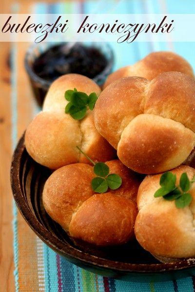 Bułeczki koniczynki (cloverleaf rolls)