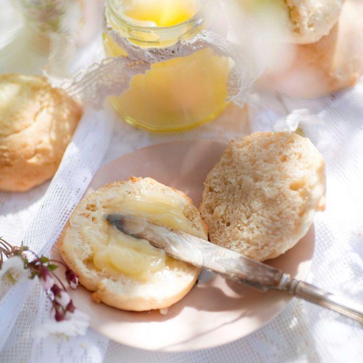 Afternoon tea utan scones är som ett  julbord utan godis. Scones går snabbt att baka och blir ännu godare tillsammans med lemon curd.