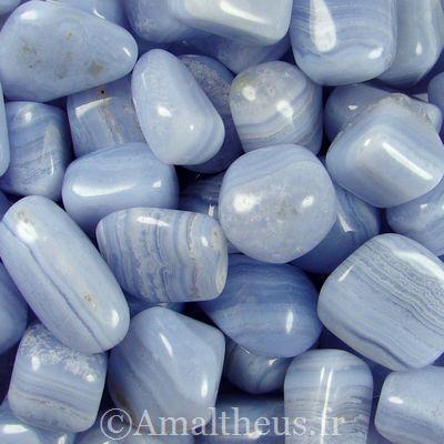 calcédoine bleu pierre du chakra de la gorge elle empêche le bégaiement et des problème de langage, apaise et nous adoucit intérieurement