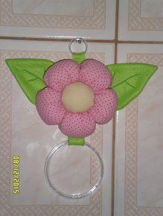 Atelier Ivania Karla: Porta pano de prato usando outro modelo de flor.                                                                                                                                                                                 Mais