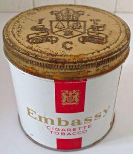 Antiquité. Collection. Ancienne boîte de tabac Embassy