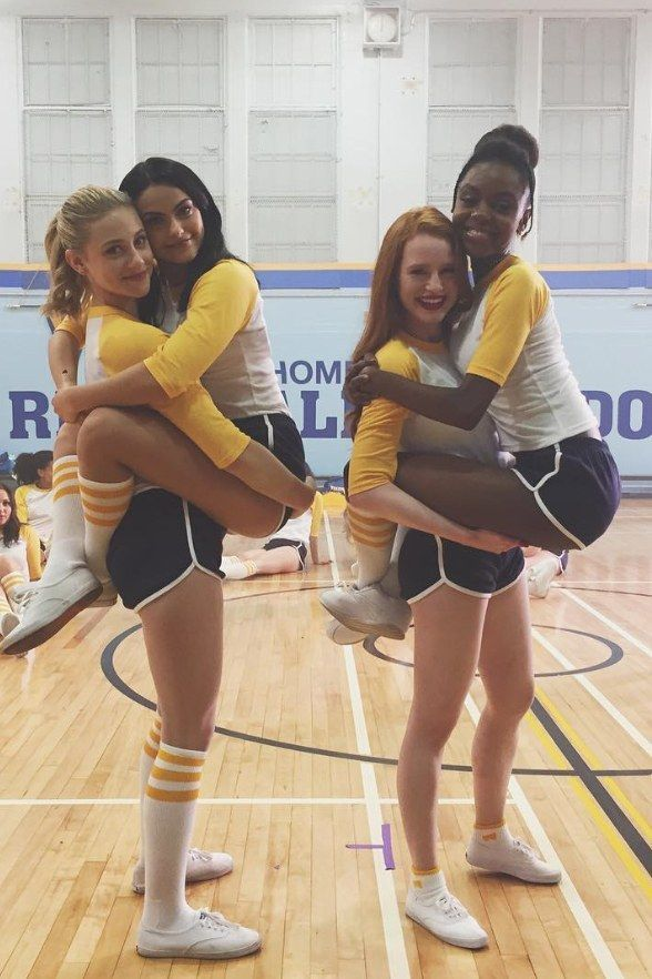5 Easy Ways to DIY Your 'Riverdale' Group Costume for Halloween – #costume #DIY …