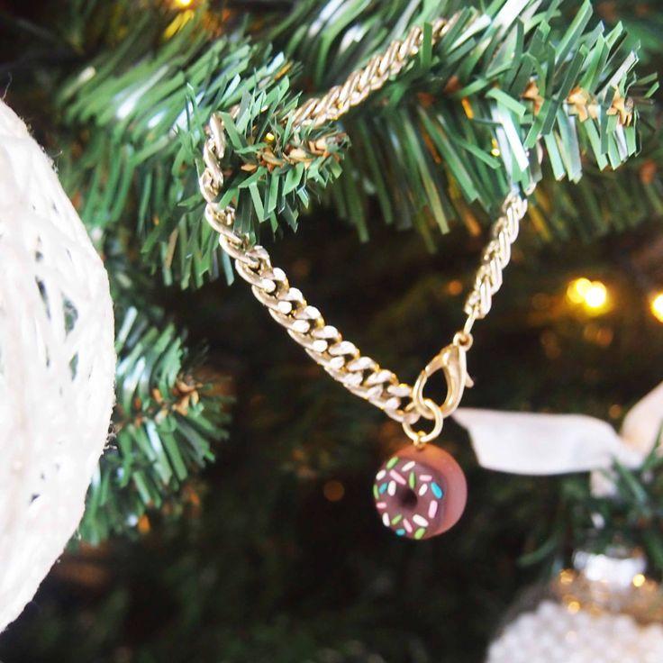 di potpourridesignstore su Etsy #promo #sconto #ultimi #regali #natale #idearegalo #christmas #present #bracciale #ciambella #donut #dolci #dolcetti #pacchetti #albero #fimo #caffè #jewelry #gioielli #artigianali #bigiotteria #handmade