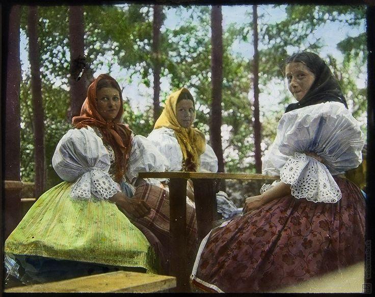 Neznámy autor: Girls from Husičnovice / Dívky z Husičnovic:1908 - 1914