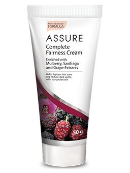 It effectively improves skin complexion and make it look radiant and fresh with continuous use. Infused with a unique whitening complex made of white mulberry, skullcap, saxifraga and grape extracts that gives a natural glow to the skin and helps to lighten dark spots. Spreads easily and absorbs quickly to give even-toned and fairer skin and controls tan.