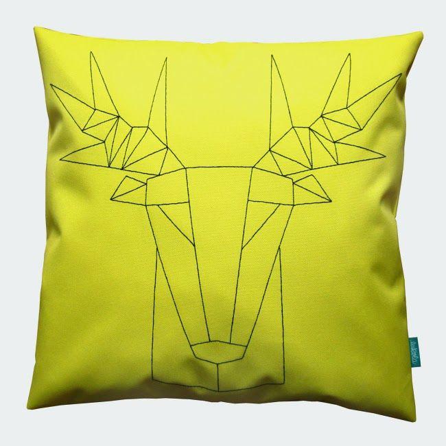 lukola handmade // Żółta poducha kanapowa dekoracyjna z geometrycznym jeleniem // Decorative yellow couch pillow with geometric deer