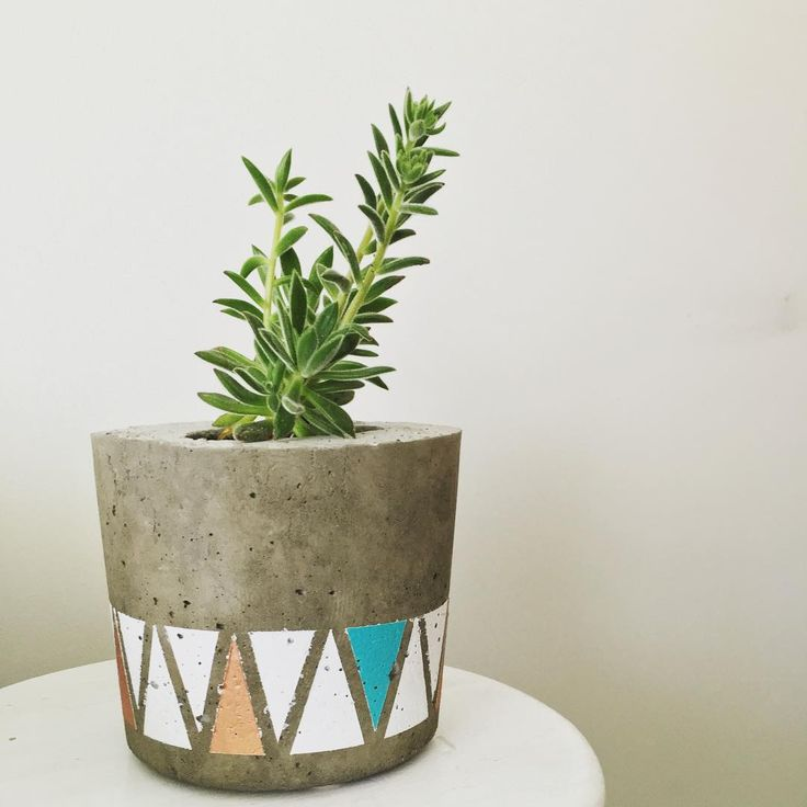 Spring has sprung!  #saltyshack #concrete #concretepot #concretepots #concreteplanter #concreteart #concretedecor #copper #turquoise #white #succulents #succulent  #birthdaygift