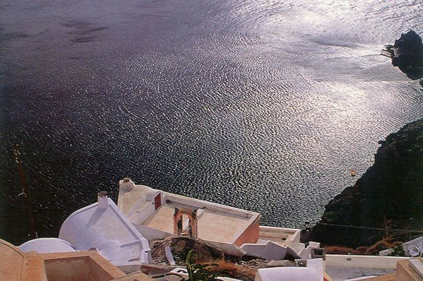 Santorini: the incomparable light of the Aegean – the islands float on the blue and are washed by the light. #FiveStarGreece #LuxuryVillas #HolidayMatchmakers
