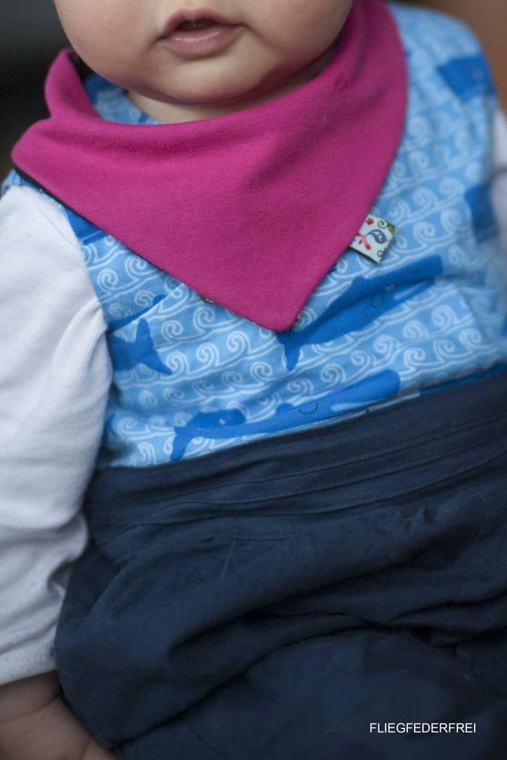 Baby bandana bib, find the tutorial and the free pattern on www.fliegfederfrei.com