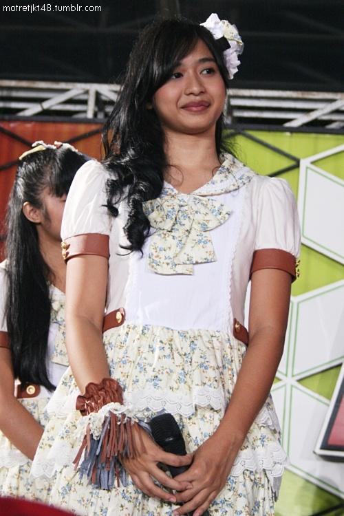 Mova JKT48. Live TV performance, Global TV 100% Ampuh, Jakarta, 01/04/2012.