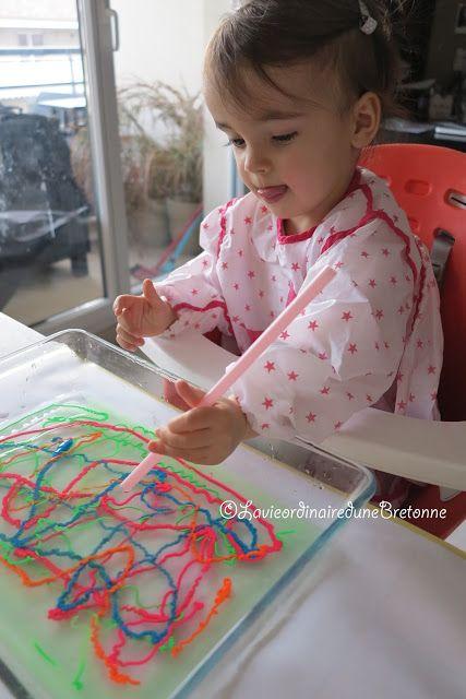 [Activité] La peinture sur l'eauAujourd'hui, j'ai testé une nouvelle façon de peindre. Faustine aimant beaucoup l'eau et la patouille, j'ai trouvé le combo parfait pour elle.L'activité du jour est : La PEINTURE sur l'EAU