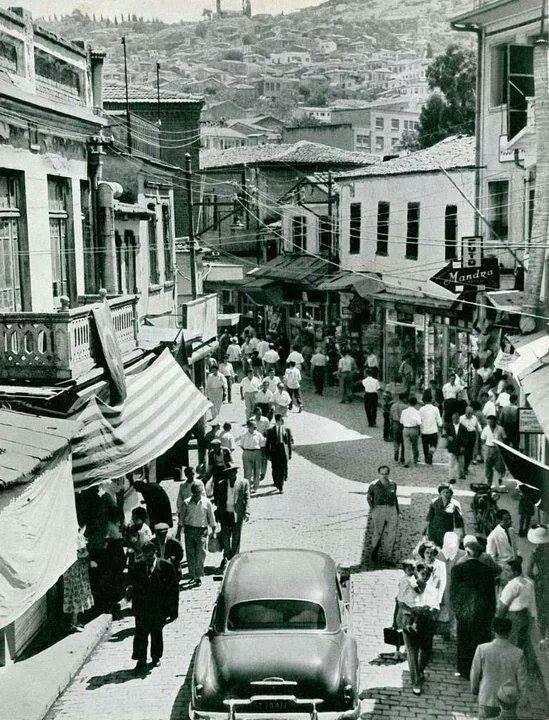✿ ❤ Konaktan kemeraltına giris 1957, İzmir.