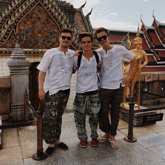 Visited the Grand Palace and other temples today with @oliwhitetv & @caspar_lee so so beautiful