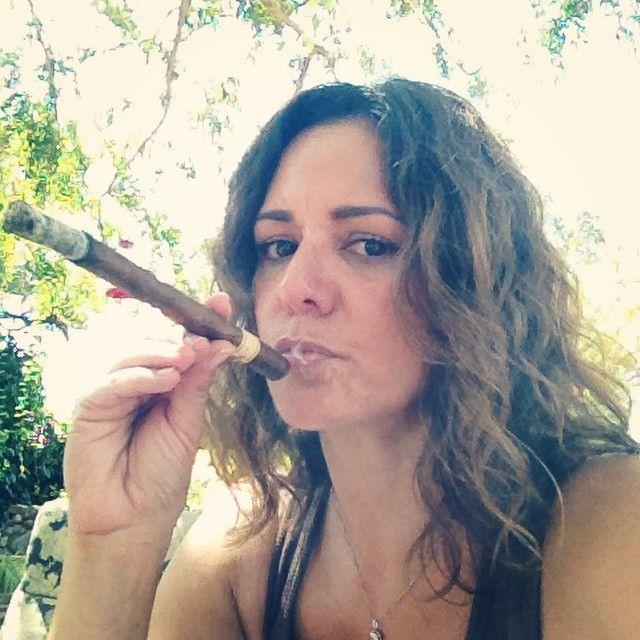https://i.pinimg.com/736x/af/d8/0c/afd80c854d7ca525dbd79227d33dfb3e--cabrera-cigars.jpg