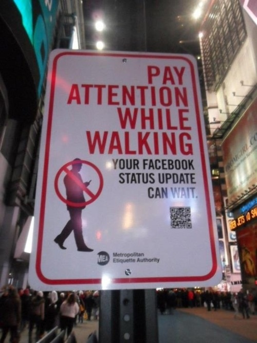 Your FB status can wait! Panneau aperçu à New-York !