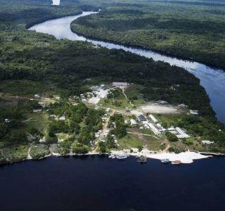 O plano de erguer usinas hidrelétricas no Alto Rio Negro, em uma das regiões mais remotas e preservadas da Amazônia, foi adiado pelo governo. No início deste mês, a Empresa de Pesquisa Energética (EPE), responsável pelo planejamento do setor elétrico, pediu à Agência Nacional de Energia Elétrica (Aneel) que cancele autorizações para novos estudos sobre a viabilidade de erguer barragens ao longo do Rio Negro, afluente do Rio Amazonas.