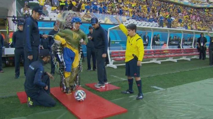 El hincha parapléjico que usó un exoesqueleto para darle inicio al Mundial
