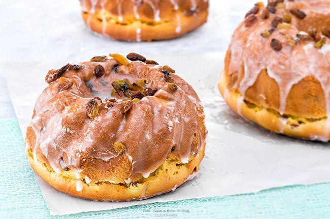 yeast-cakew,-polish-easter-cake,-babka,-babka-wielkanocna,-przepis,-recipe,-rodzynki,-lukier,-bakalie,-pyszne,-święta,-okno,-białe,-background,-day,-sunny,-studio-meksyk-małe
