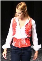 Viste de cotidiano con tendencias flamenca.