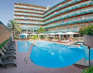 Hotel Kaktus Playa is just 100 metres from Calella beach, and has an outdoor swimming pool with sun terrace as well as an indoor pool, hot tub and gym.