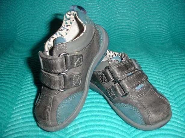 Фирменные кроссовки для маленьких мальчиков