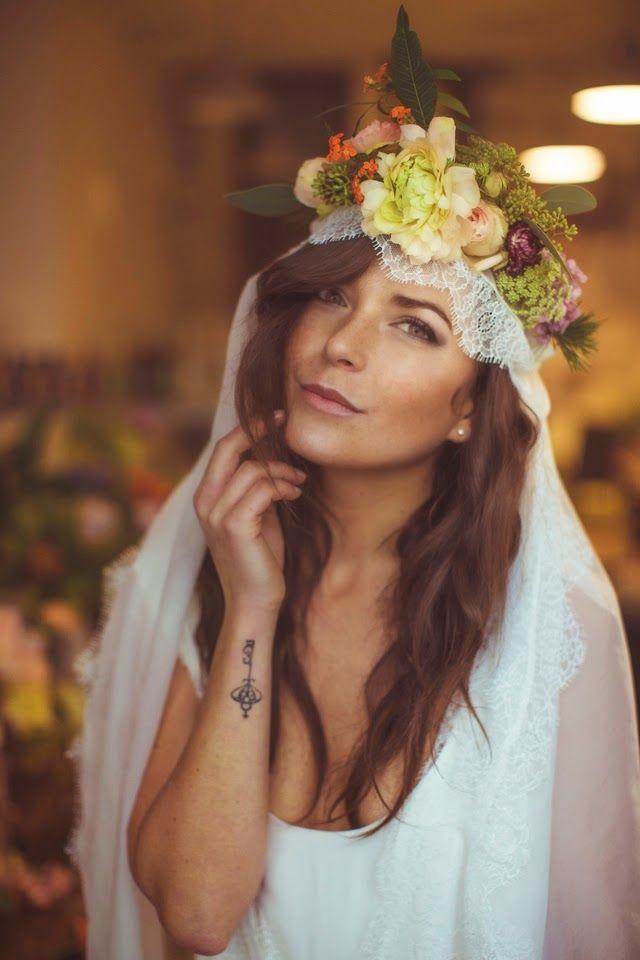 couronne de fleur et voile Lorafolk