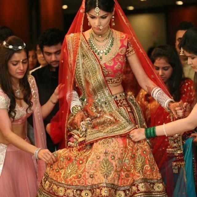 http://weddingstoryz.blogspot.in/ Indian Weddings Desi Weddings Bride makeup jewelry lehenga