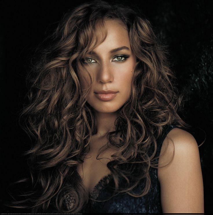 Okay so you know how someone always compares you to a famous look alike, well I must admit... leona lewis is my celbrity twin I cant argue with that:P lol