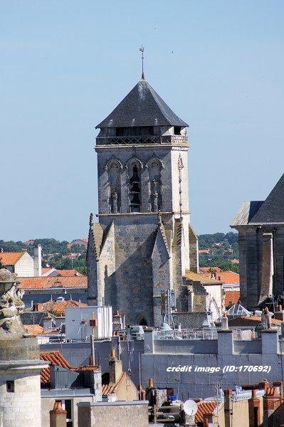 L'église Saint-Barthélemy de La Rochelle a été construite au XVe siècle, par les moines de l'île d'Aix.  Le clocher Saint-Barthélémy est le dernier vestige de cette église, détruite par les Protestants en 1568.  http://phildu.eklablog.fr/le-clocher-saint-barthelemy-a118019646