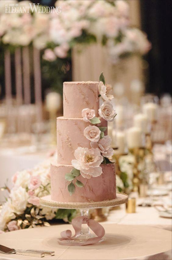 Erröten Hochzeitstorte Inspiration, erröten rosa Hochzeitstorten   Ein Klassiker erröten Gold …   – Blush Wedding