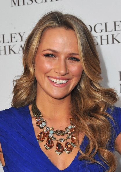 Shantel Vansanten is always rocking the greatest summery highlights!