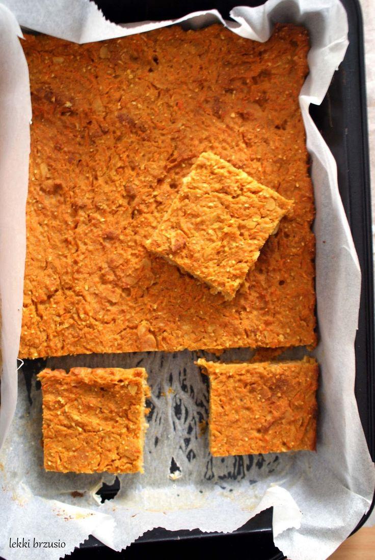 Fit ciasto marchewkowe | Kolejka przepisów na bloga rośnie, a jedynie nie mam ich kiedy dodawać. Zwiększyliśmy nieco intensywność życia i teraz 2 razy w tygodniu cho...