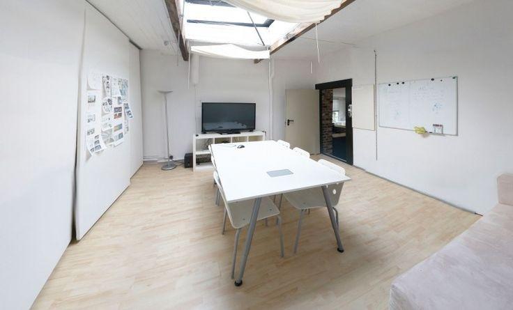 Arbeitsplatz im hellen Büro-Loft in Ehrenfeld #Büro, #Bürogemeinschaft, #Köln, #Office, #Coworking, #Cologne