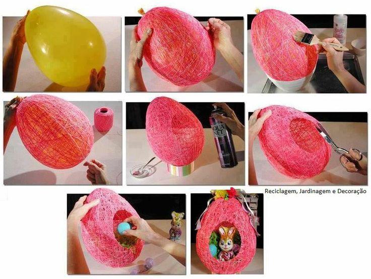 Casinha feita com cola, barbante e balão. Molhe o barbante em um recipiente com 1/3 de água e 2/3 de cola e vá envolvendo o balão. Quando a cola estiver completamente seca estoure o balão e enfeite a casinha como desejar.