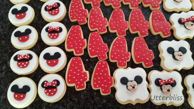 Mickey and Minnie Mouse theme biscuits.