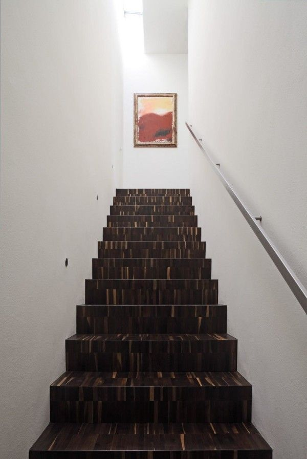 Amazing Staircase from Modern Monolithic House Design in Castelnovo Sotto Reggio Emilia Italy 600x897 Modern Monolithic House Design in Castelnovo Sotto, Reggio Emilia, Italy