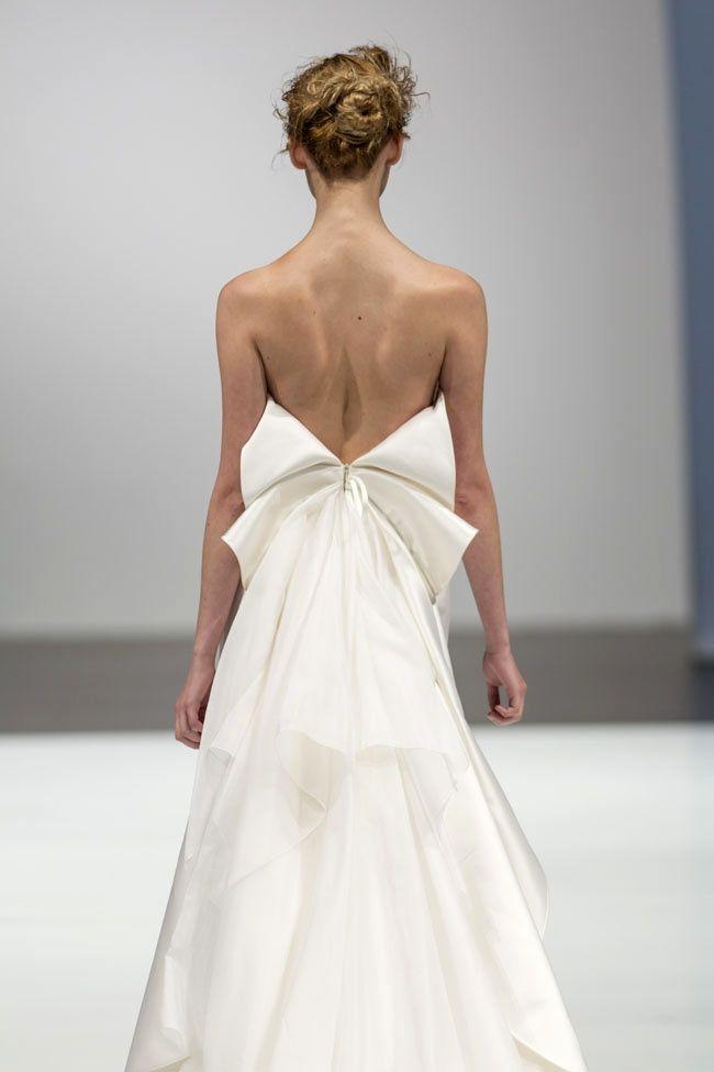 Se hai forme proporzionate e una bella schiena da mettere in risalto, potresti pensare ad un  abito da sposa con dettagli importanti sulla ...