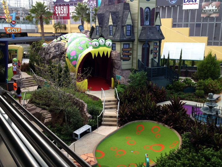January - Hollywood Drive-In mini-golf at Universal City Walk, Orlando, FL