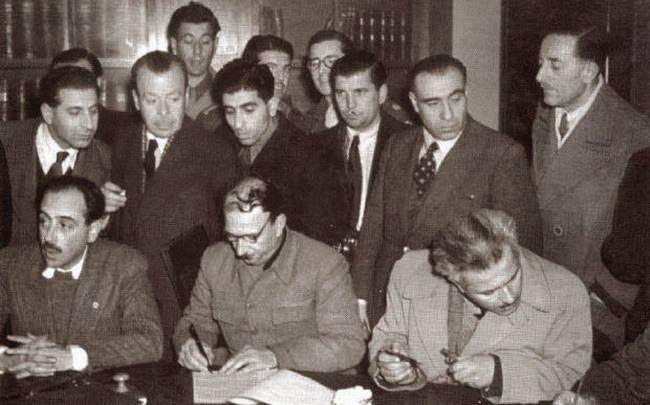 Σκέψεις: ΣΑΝ ΣΗΜΕΡΑ ΤΟ 1945 ΥΠΟΓΡΑΦΕΤΑΙ Η ΣΥΜΦΩΝΙΑ ΤΗΣ ΒΑΡΚ...