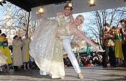 NarrhallaPrinzenpaar beim Tanz der Marktfrauen @ Vilktualienmarkt München / Munich http://www.ganz-muenchen.de/fasching/diverses/marktfrauen.html
